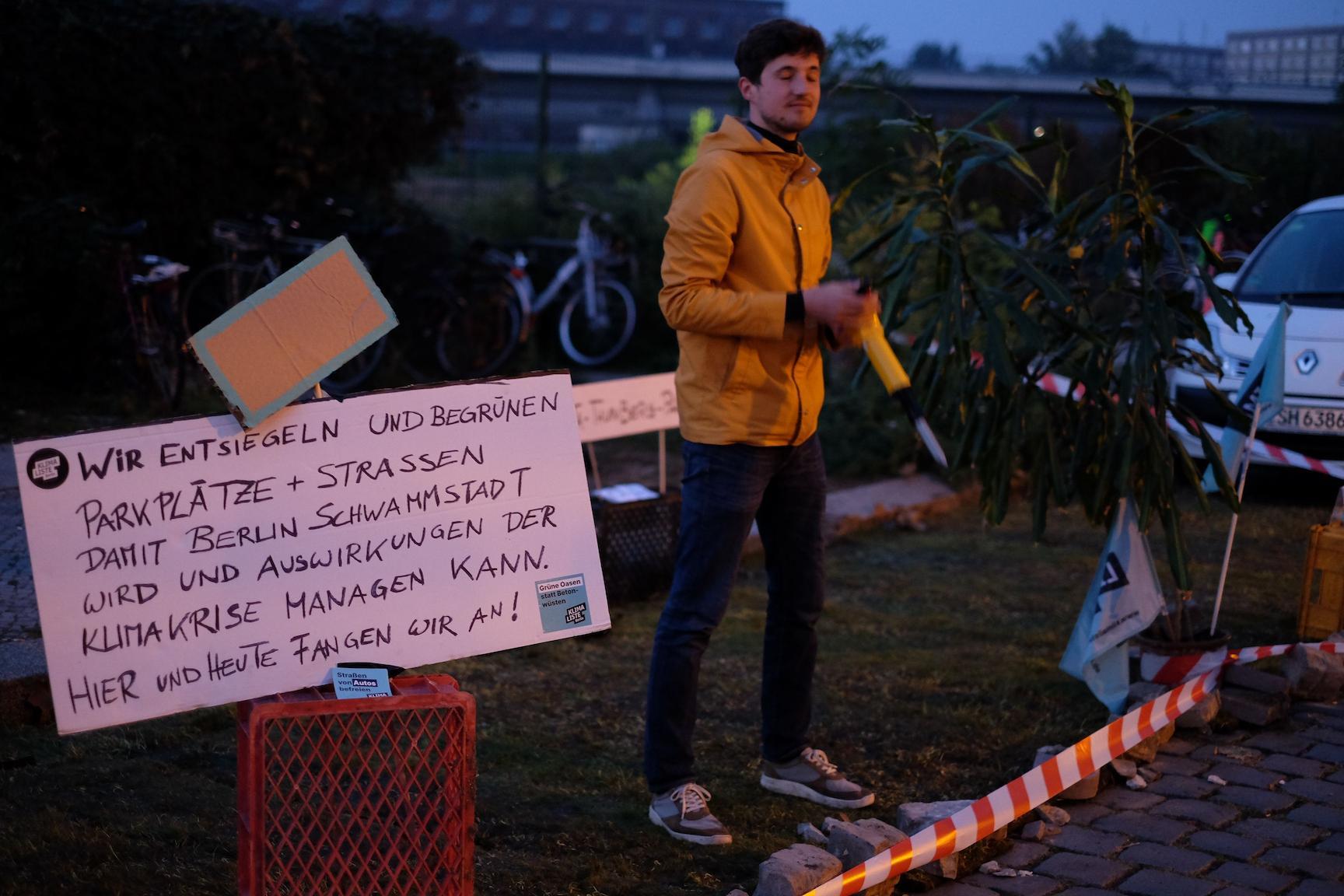 Aktivist der Klimaliste Berlin im Greta-Thunberg-Park